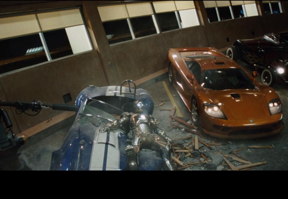 トニースターク 車粉砕